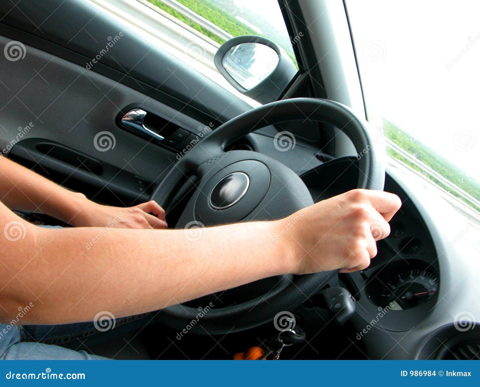 управлять автомобиля