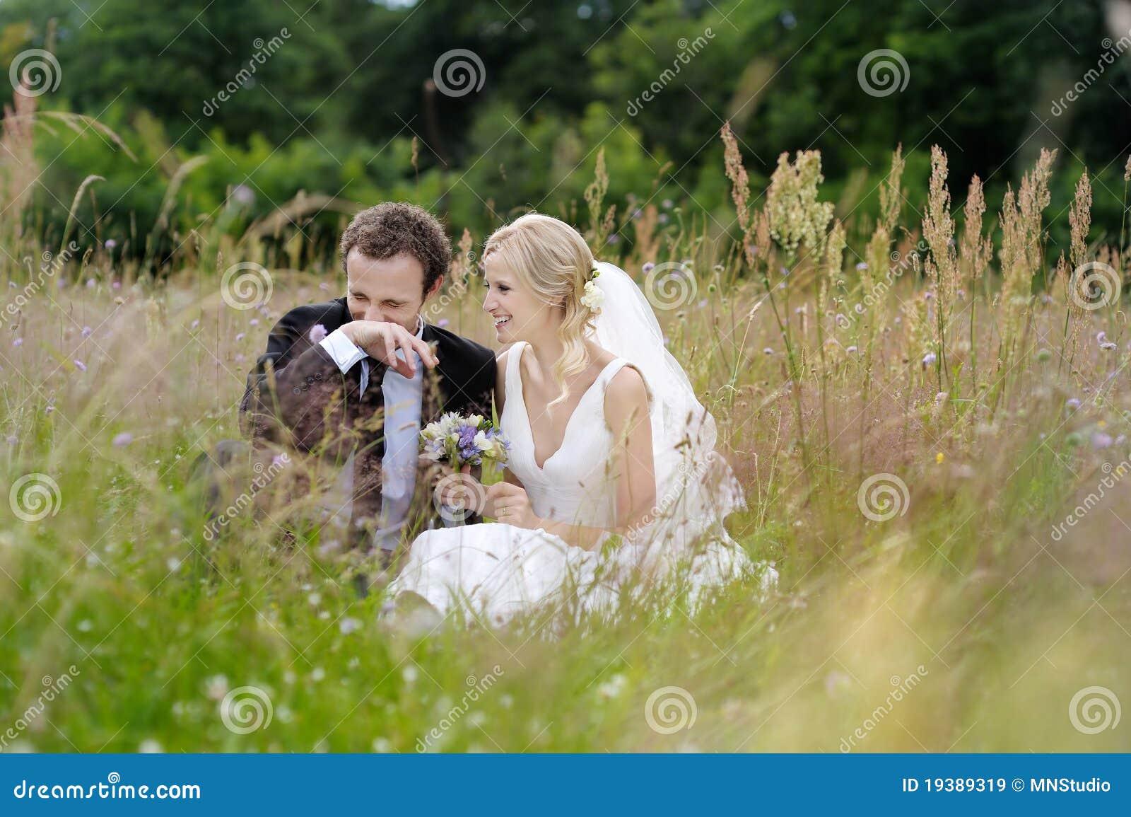 усаживание лужка groom невесты