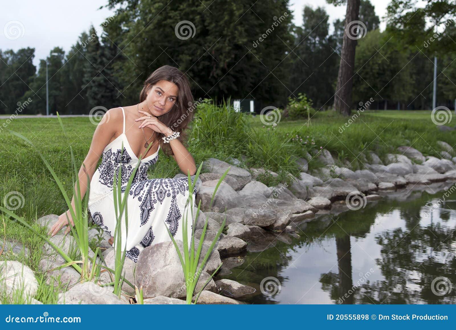 Зрелая на пруду девки фото зденка подкапова самолете