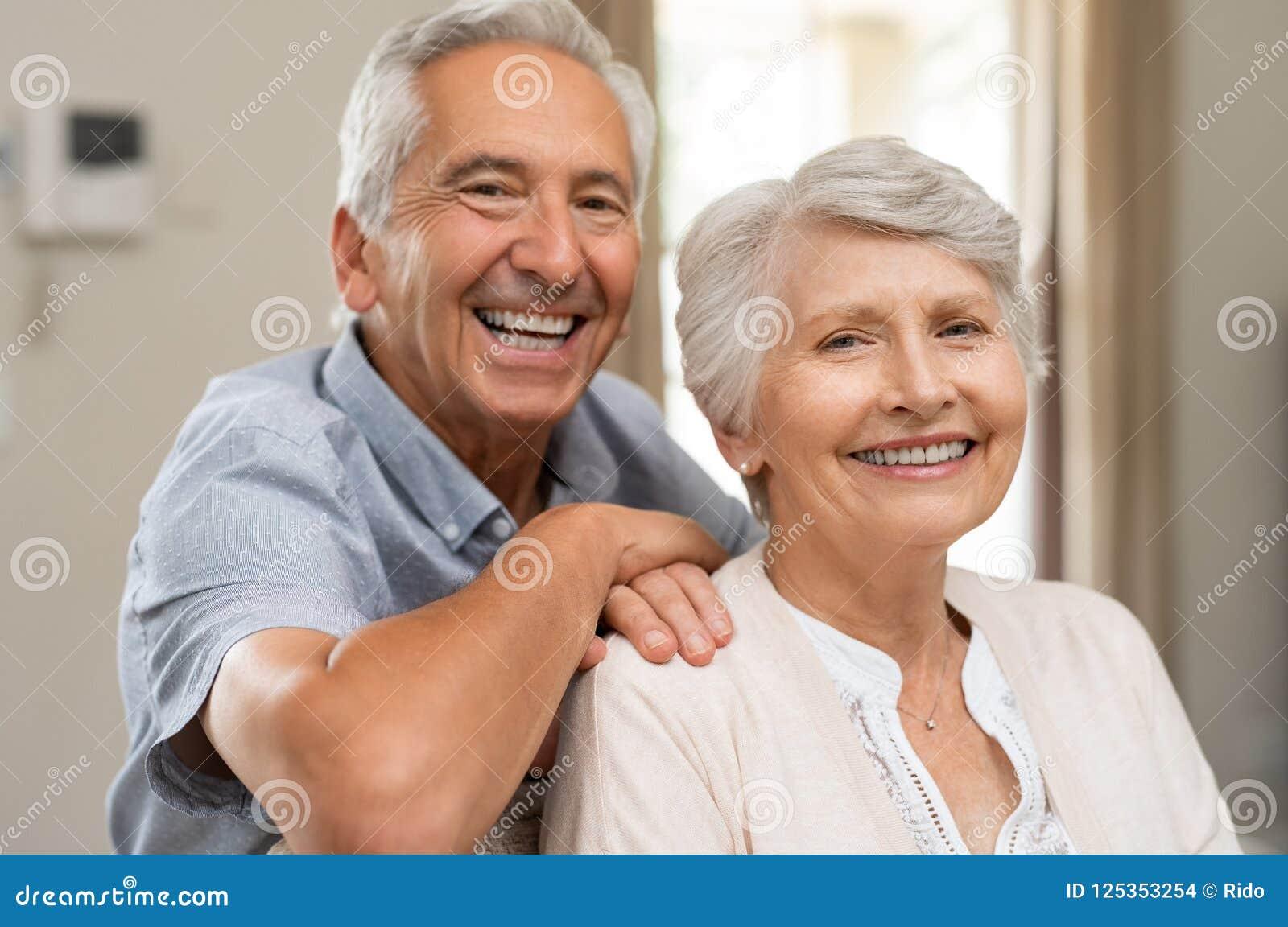 усмехаться пар счастливый старший