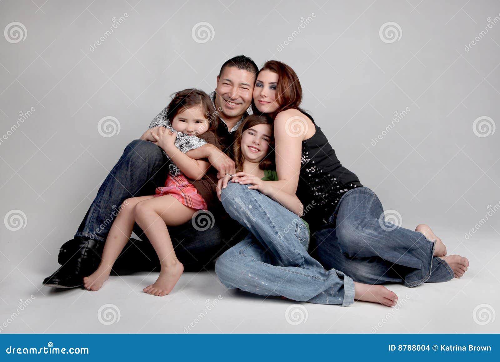 усмехаться портрета семьи счастливый