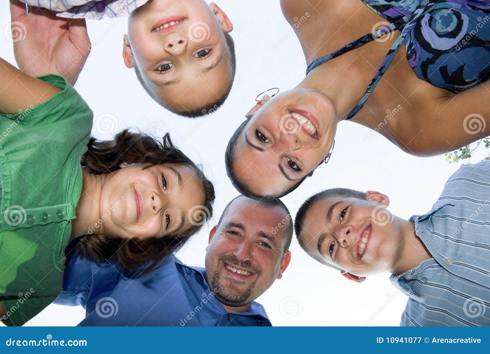 усмехаться семьи счастливый