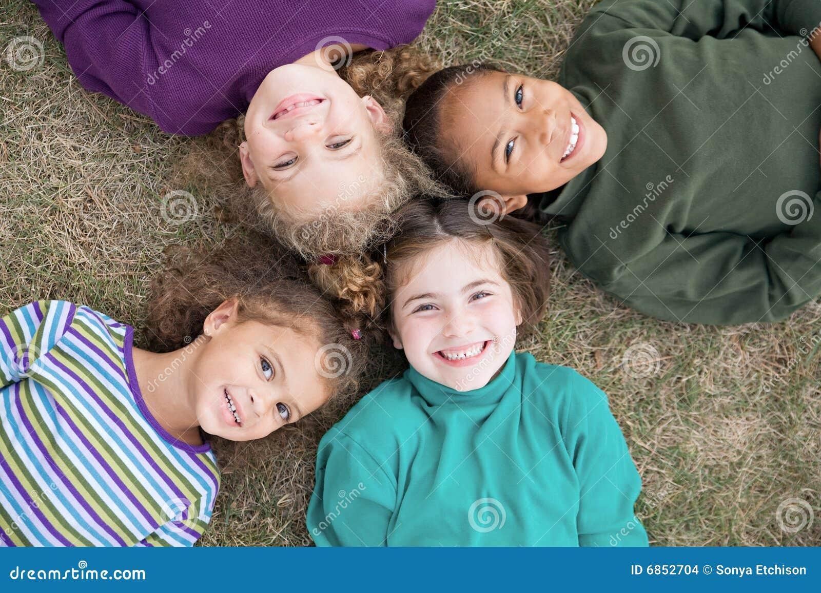 усмехаться 4 девушок