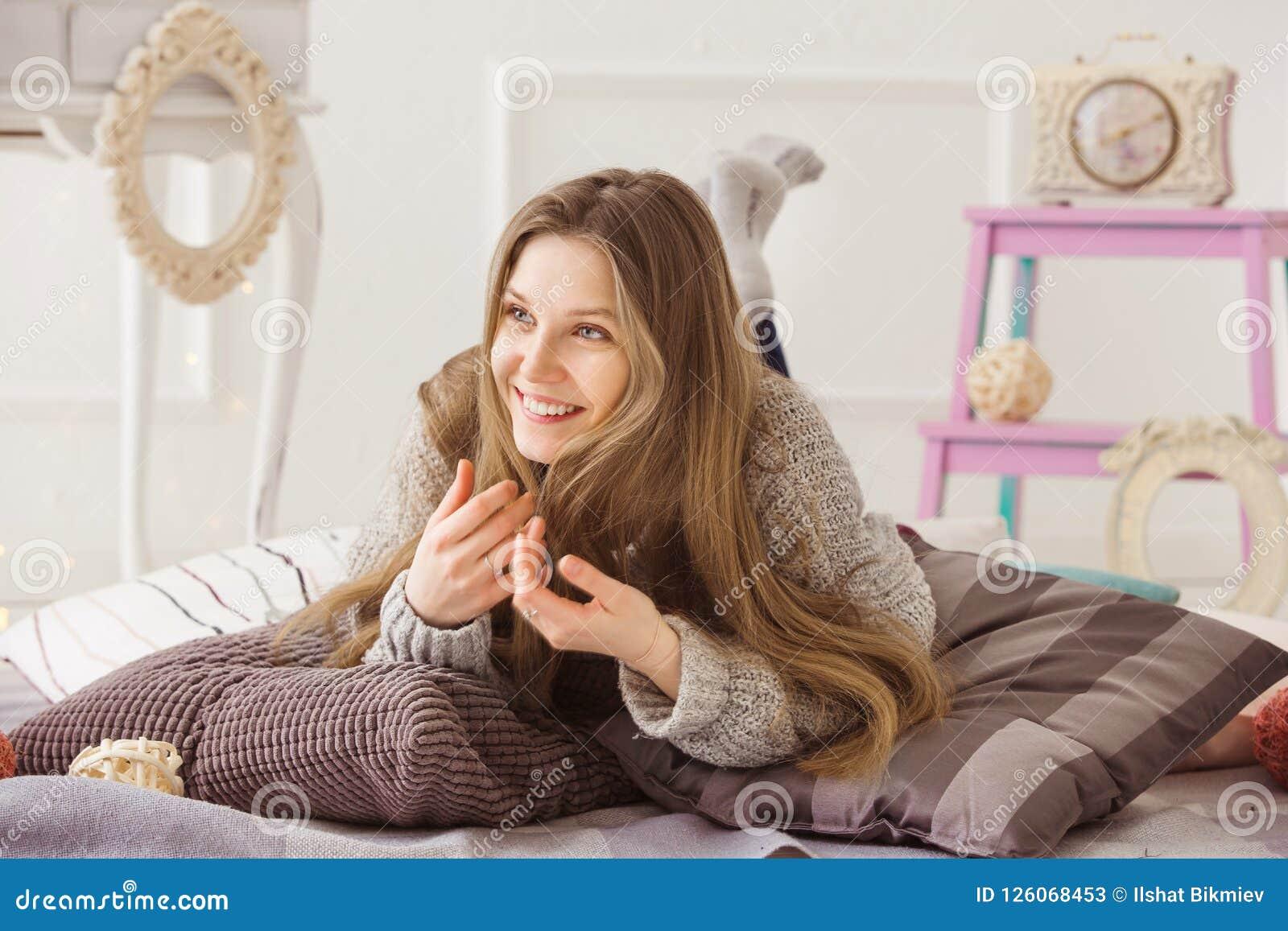 Фотосессия лежа на кровати #2