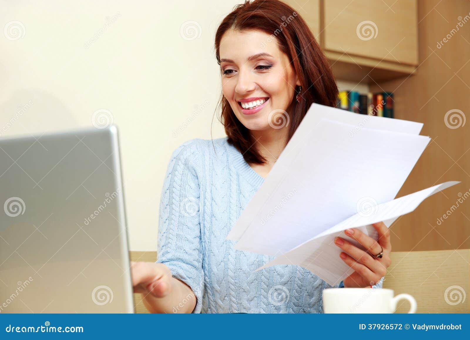 Усмехаясь деятельность женщины