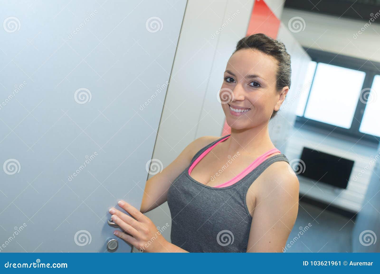 Раздевалки в спортзалах женщины