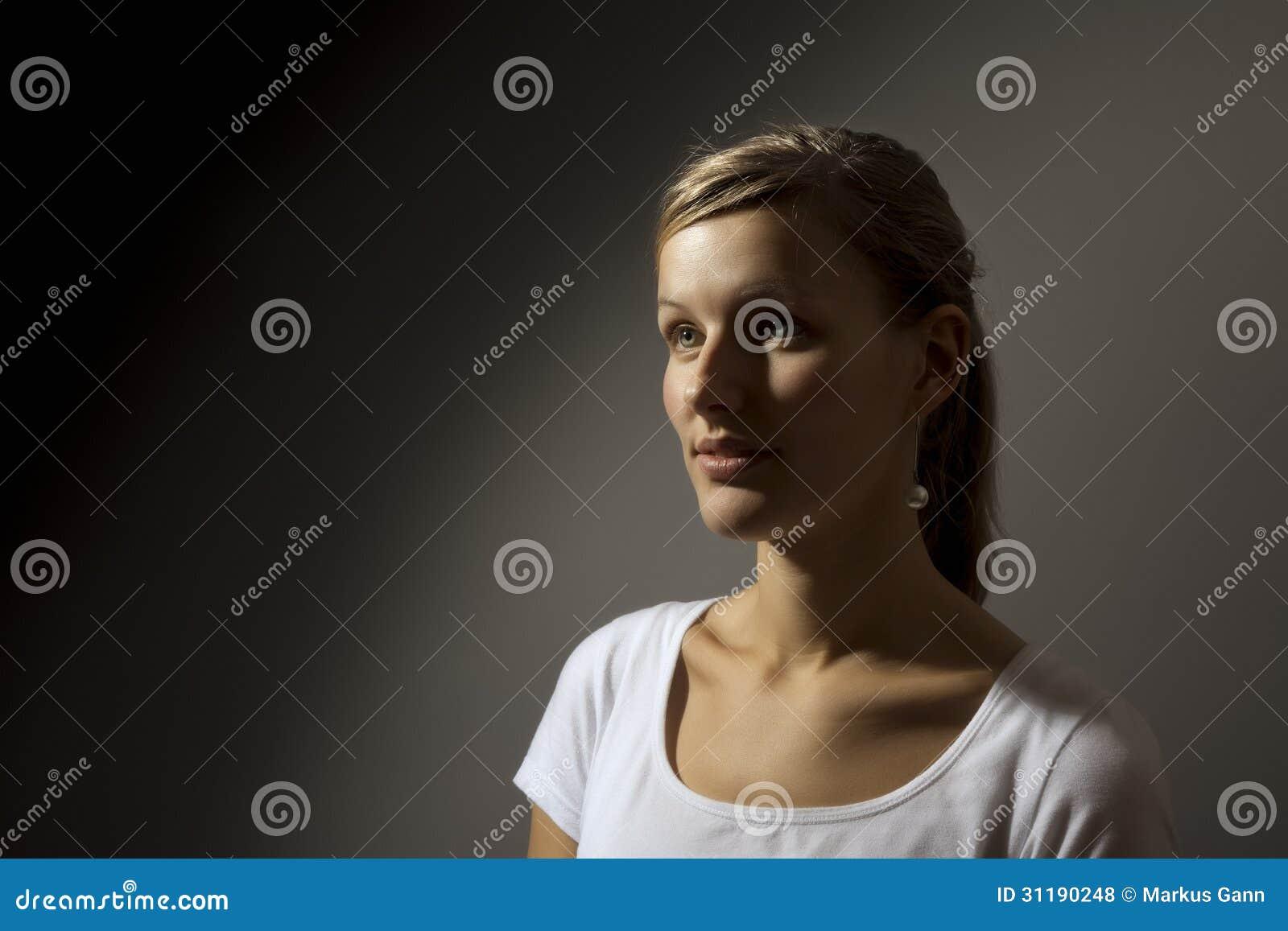 Усмехаясь женщины