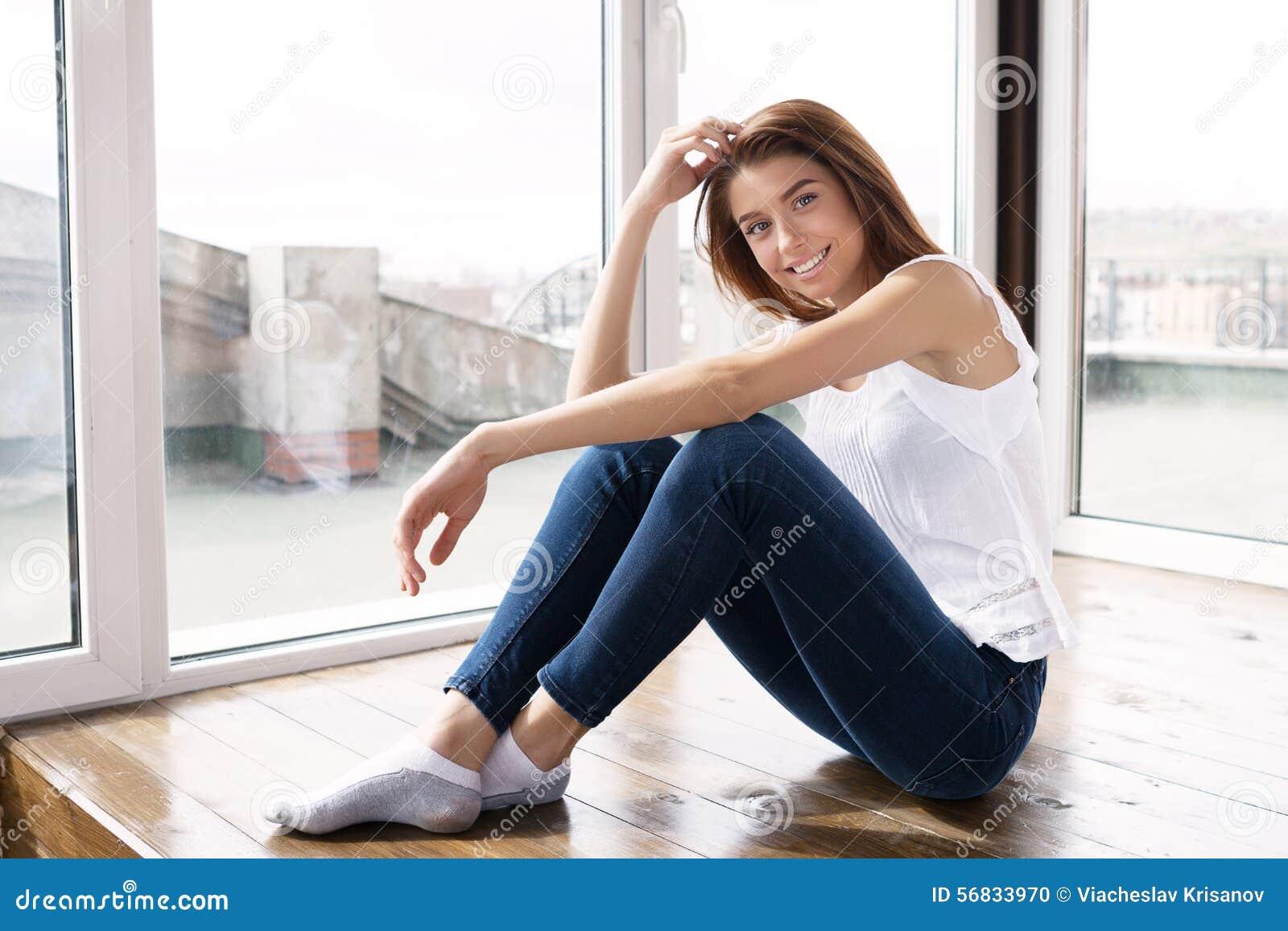 Девушки в старых джинсах
