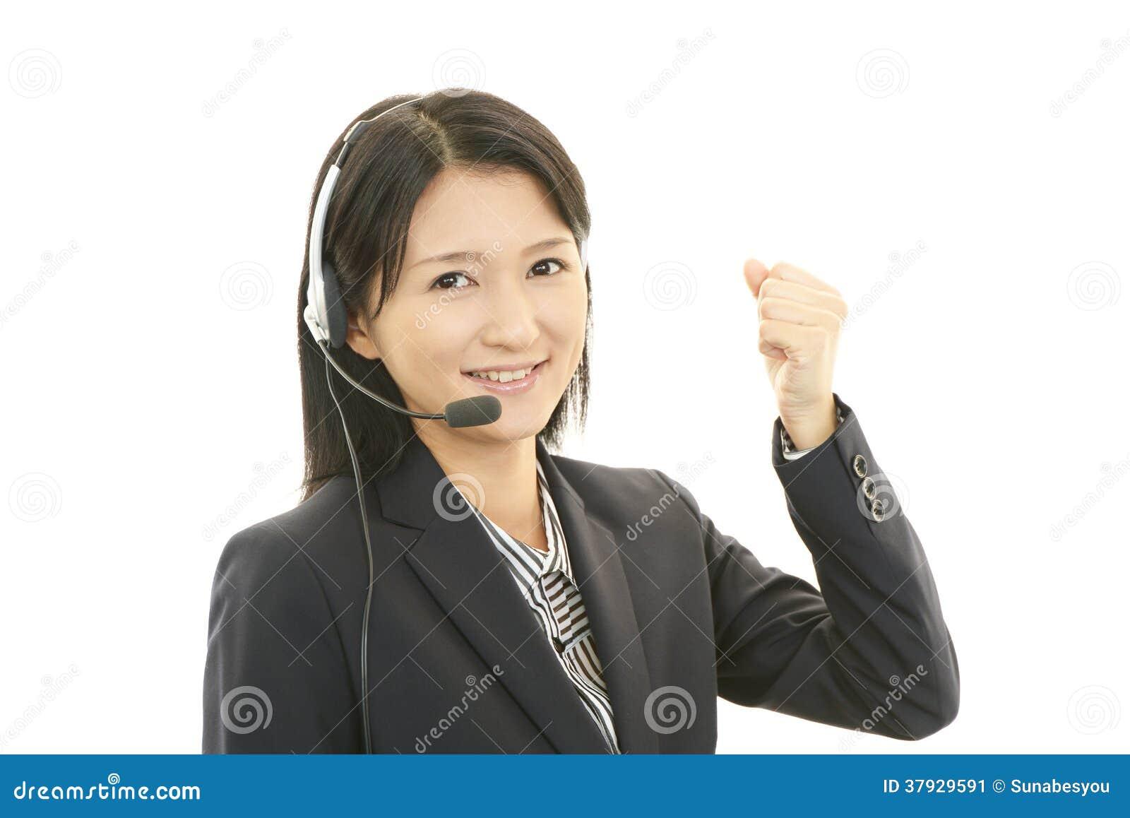 . Усмехаясь оператор центра телефонного обслуживания