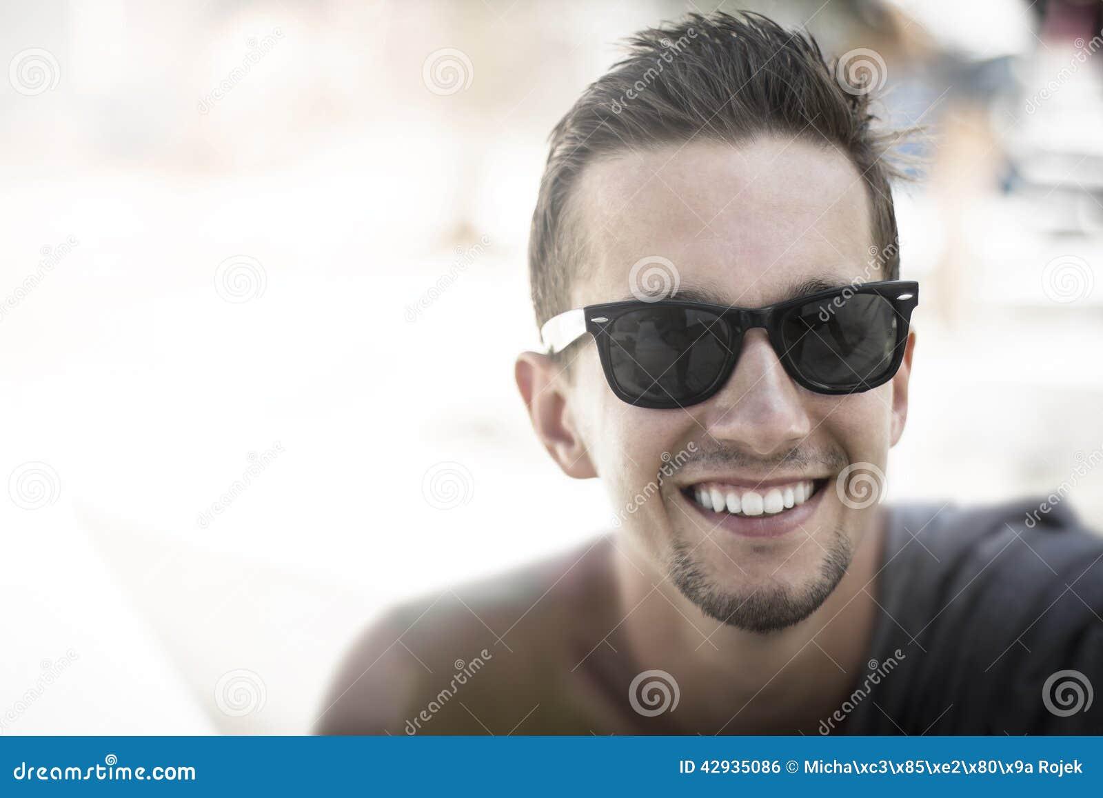 Парни в солнечных очках фото 429-672