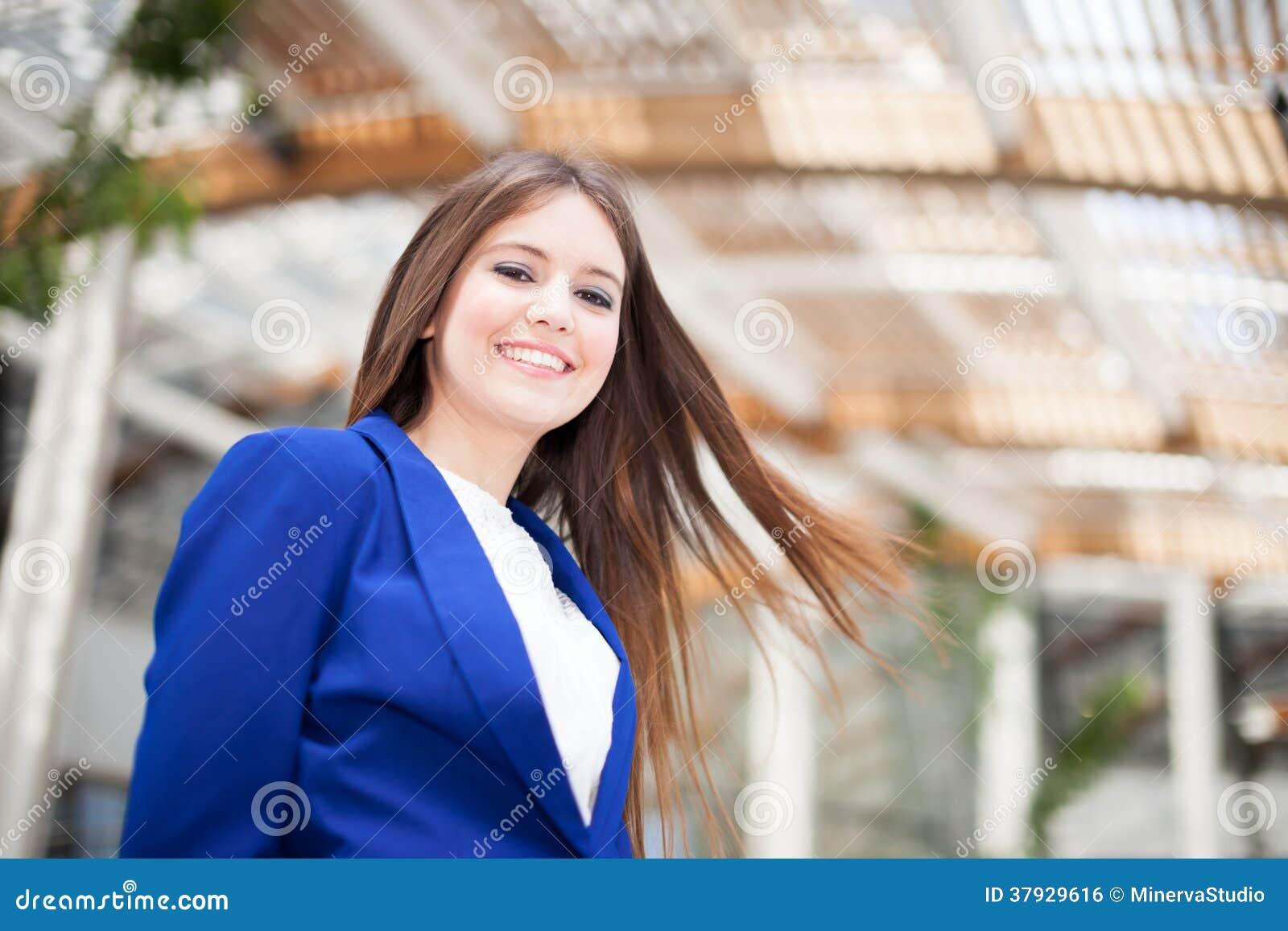Усмехаясь портрет женщины