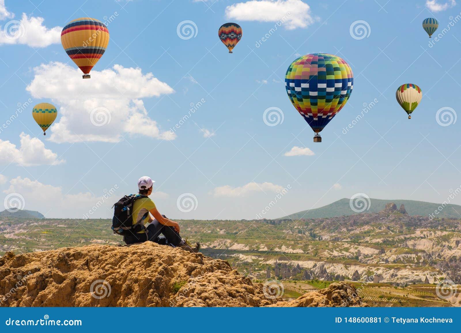 Успешная женщина и горячая мотивация концепции воздушного шара, воодушевленность