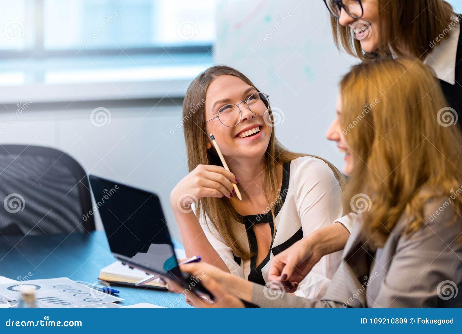 Успешная работа для девушек заработать онлайн пересвет