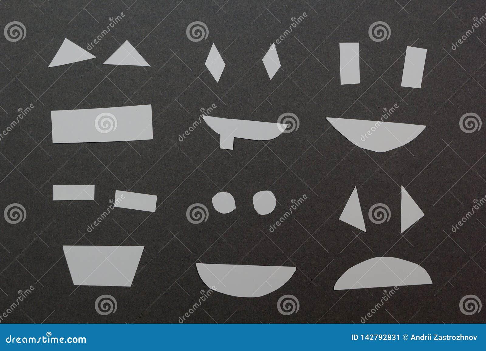 Установите бумажных улыбок на серой предпосылке