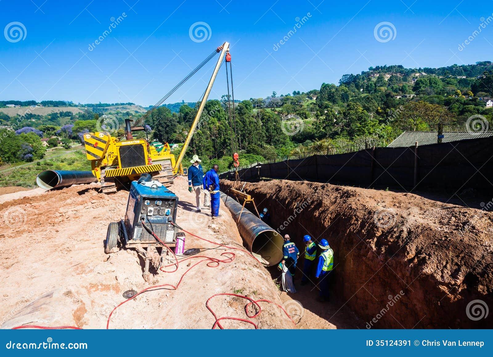 Установка крана трубопровода мост-водовода воды