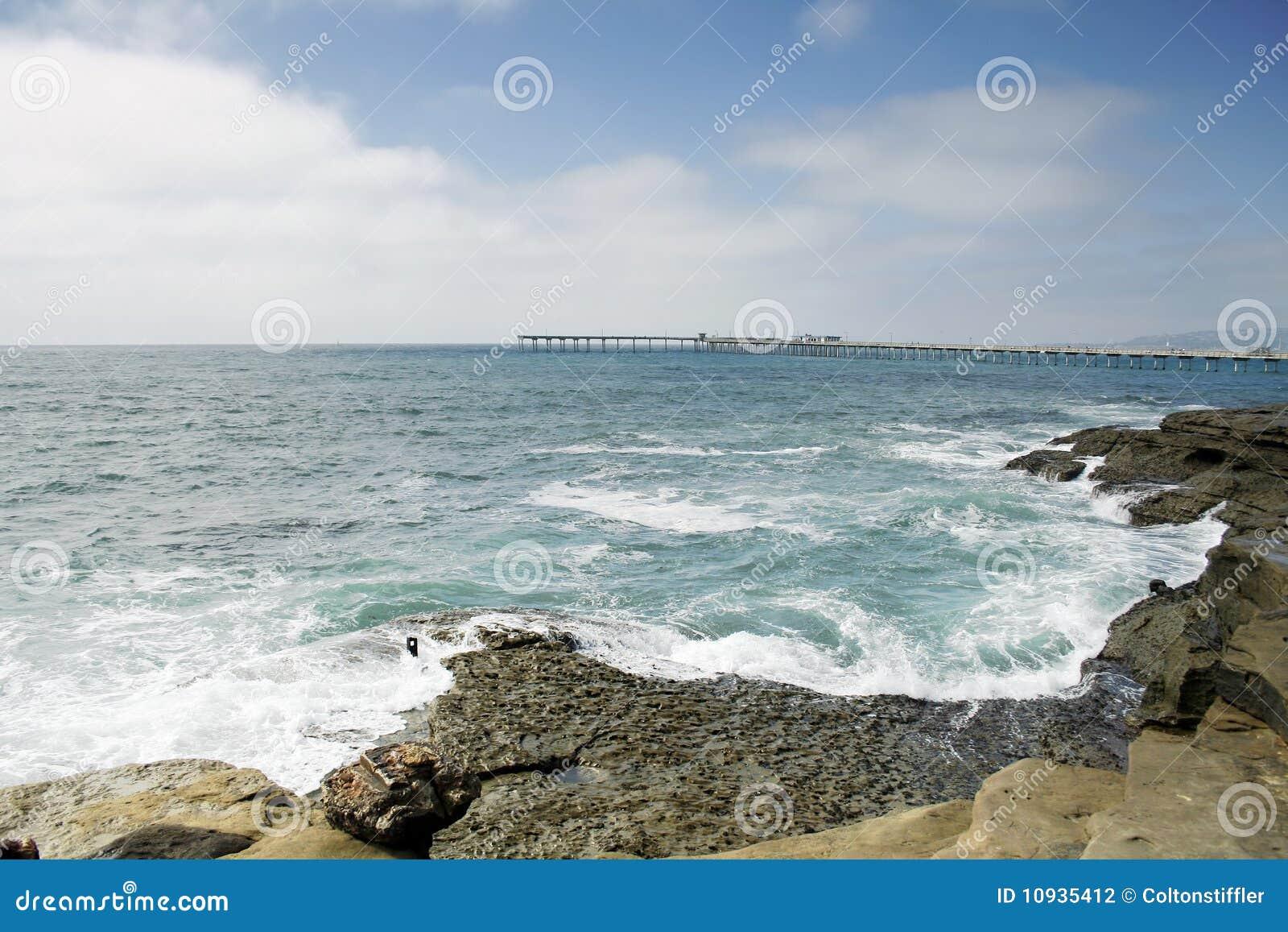 установка пляжа утесистая