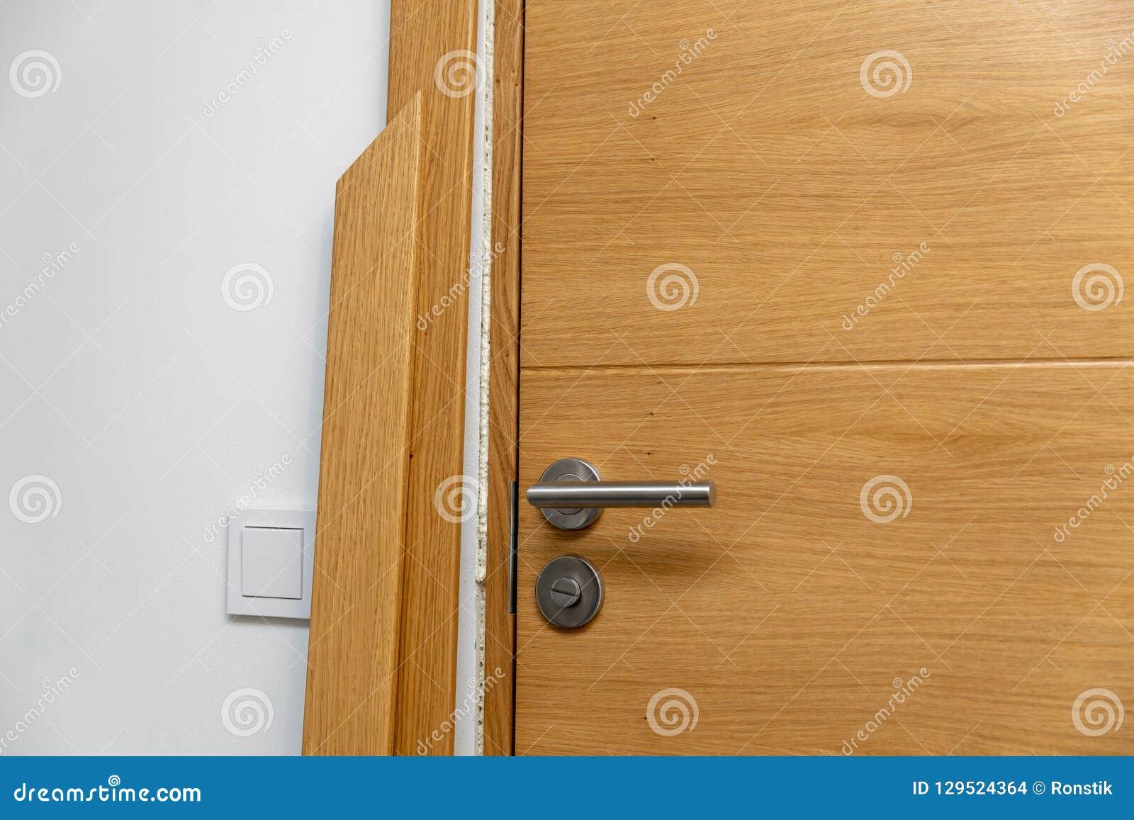Установка architrave двери
