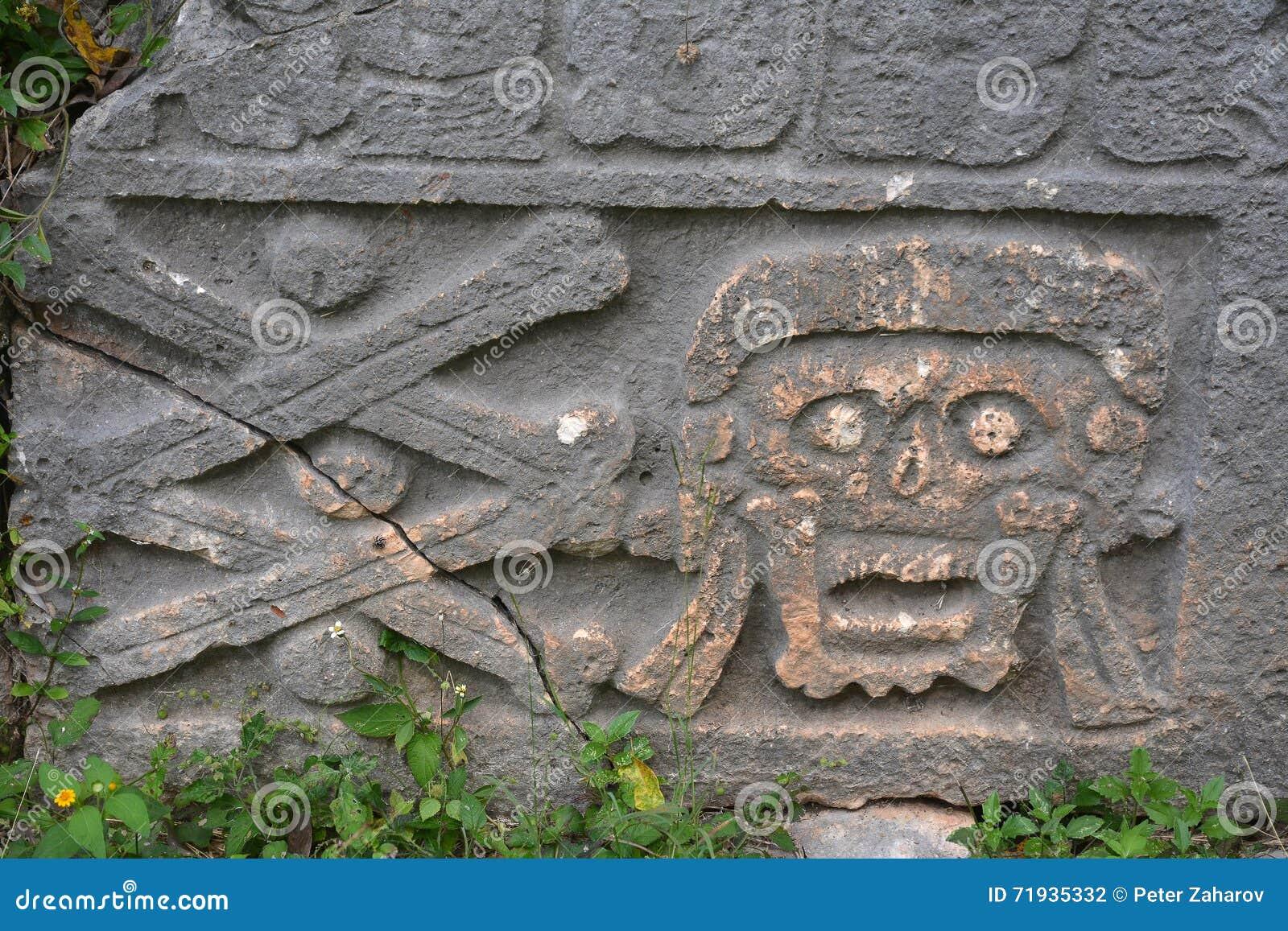 Усыпальницы в старом майяском месте Uxmal, Мексике