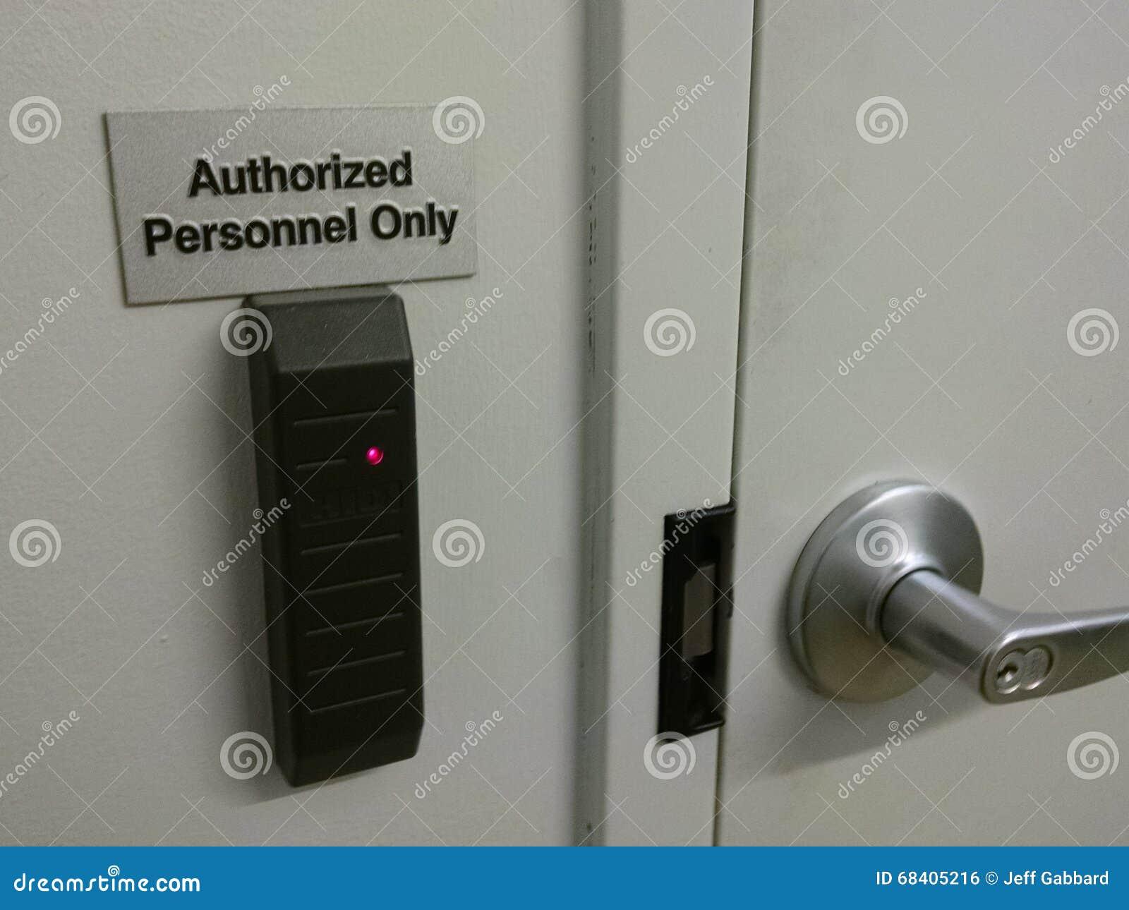 Утвержденный персонал только к следующей комнате