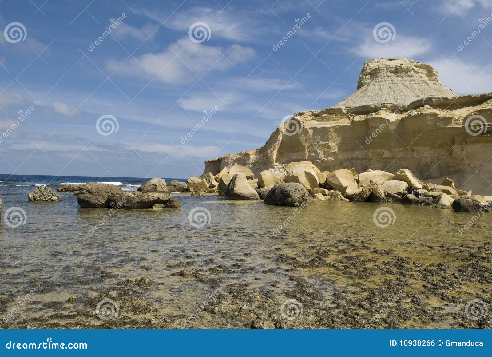 утесистый берег
