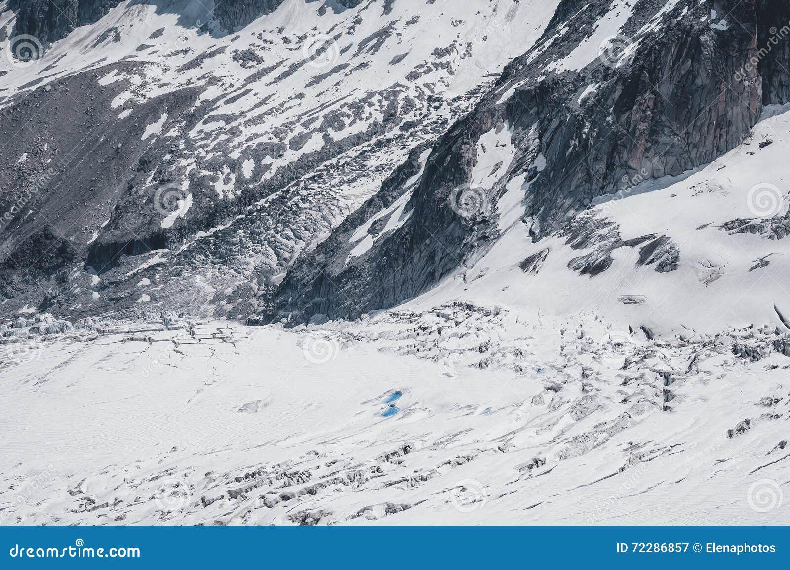 Download Утесы и холмы гор в сезоне лета Стоковое Изображение - изображение насчитывающей бобра, красивейшее: 72286857
