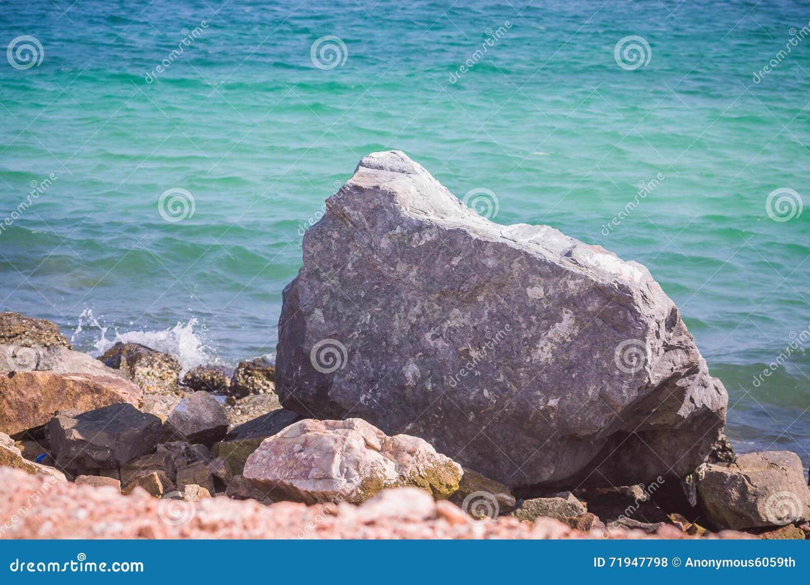 Утесы на seashore