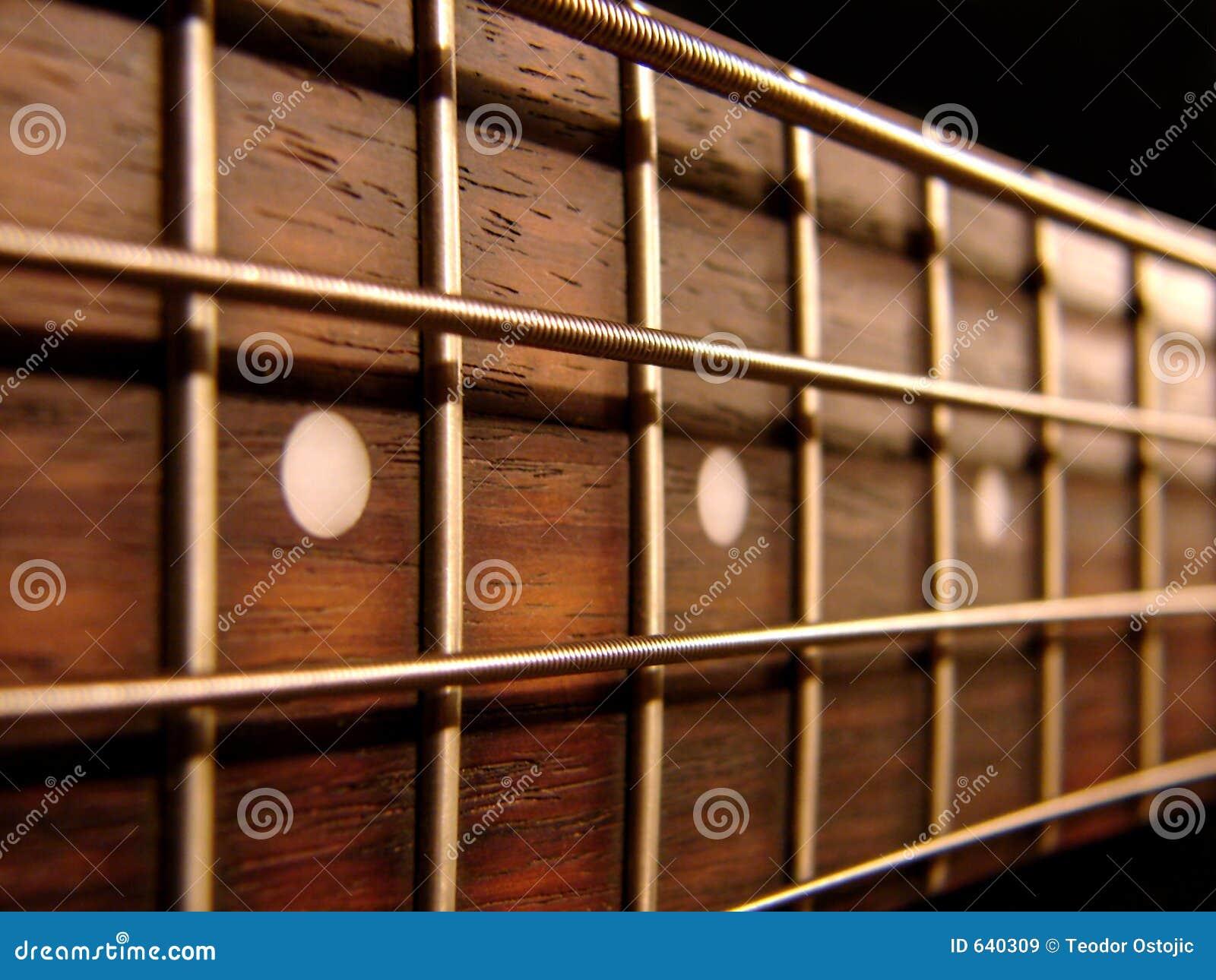 Download утес басовой гитары стоковое изображение. изображение насчитывающей громко - 640309