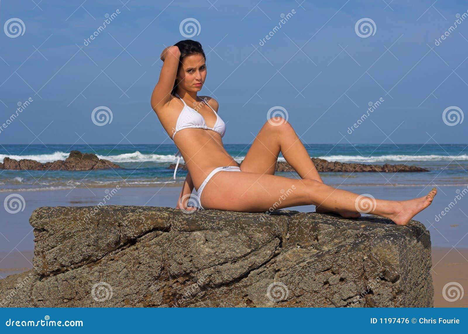утес девушки пляжа