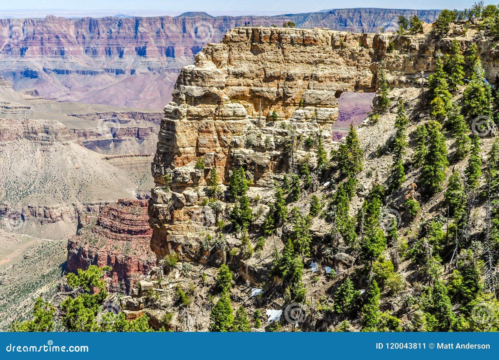 Утес окна показывает Колорадо на северной оправе гранд-каньона в Аризоне