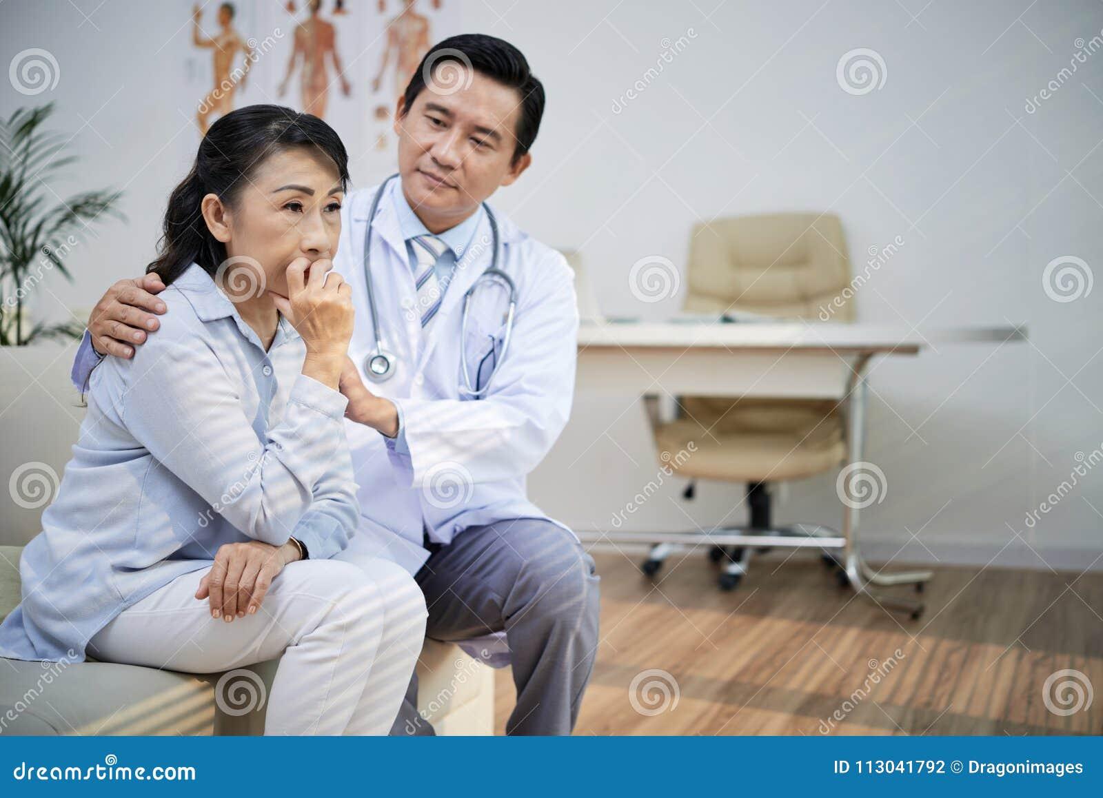 Утихомиривать вниз старшего пациента