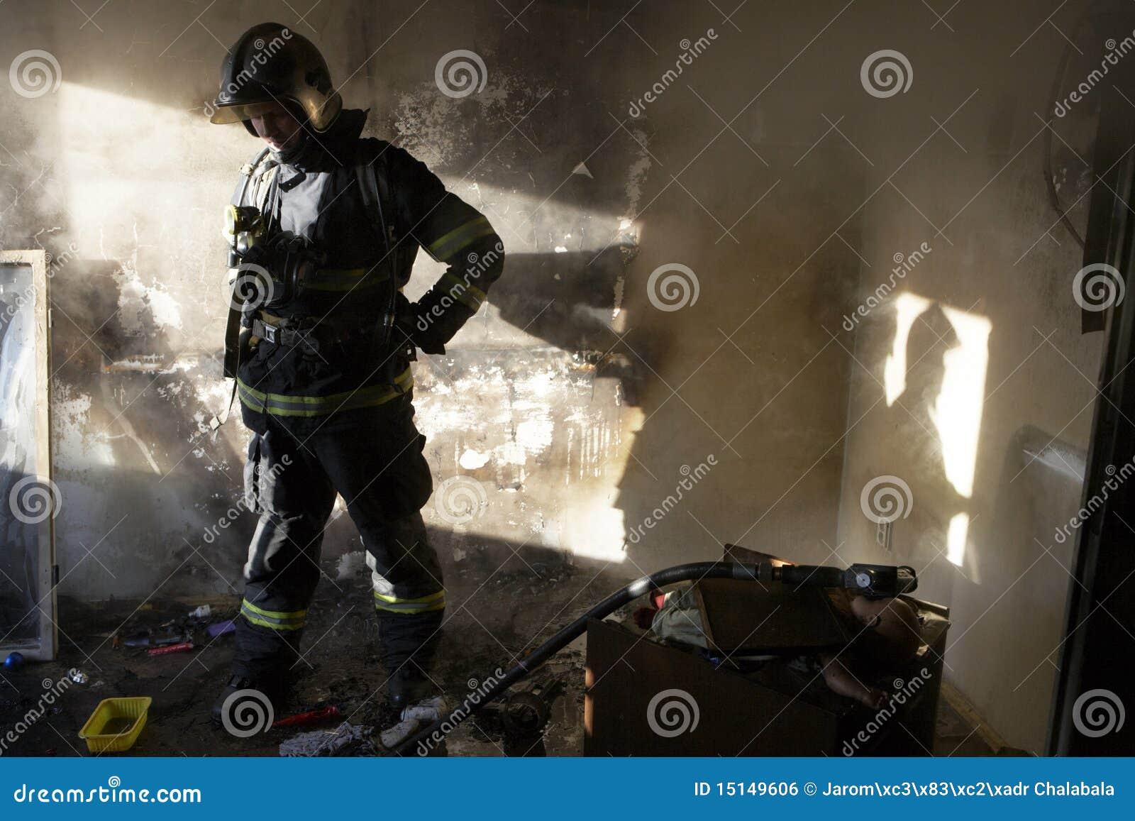 утомлянный пожарный