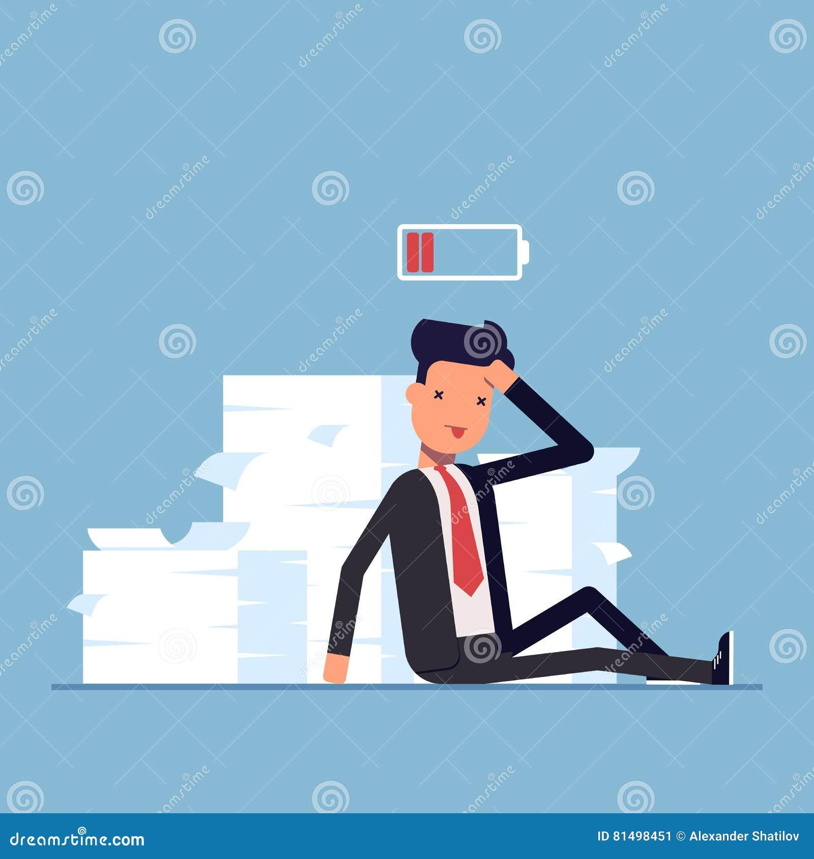 Утомленные бизнесмен или менеджер сидя около кучи документов deadline Отсутствие энергии, который нужно работать Discharged батар