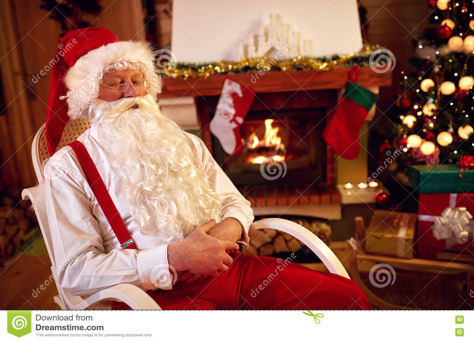 Утомленный Санта Клаус napping
