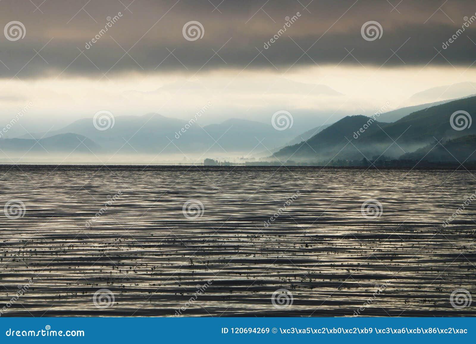 Утро в озере lugu