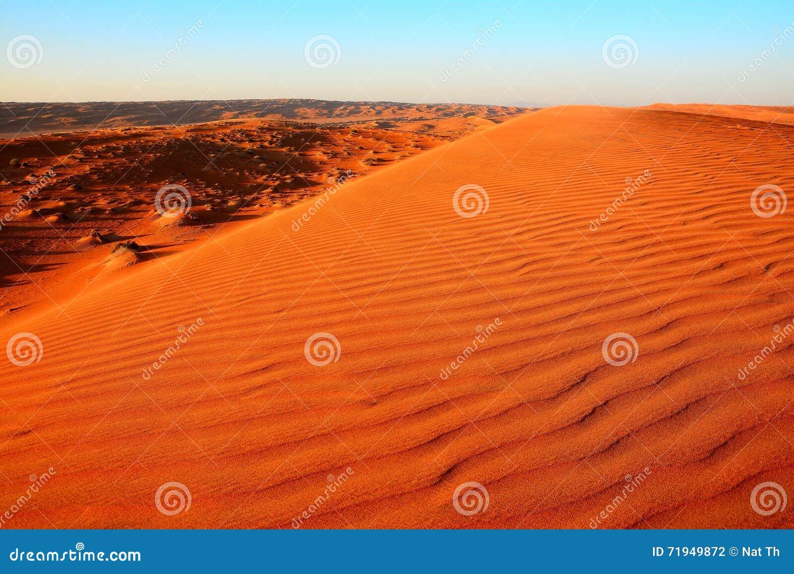 Утро на песках Wahiba в Омане