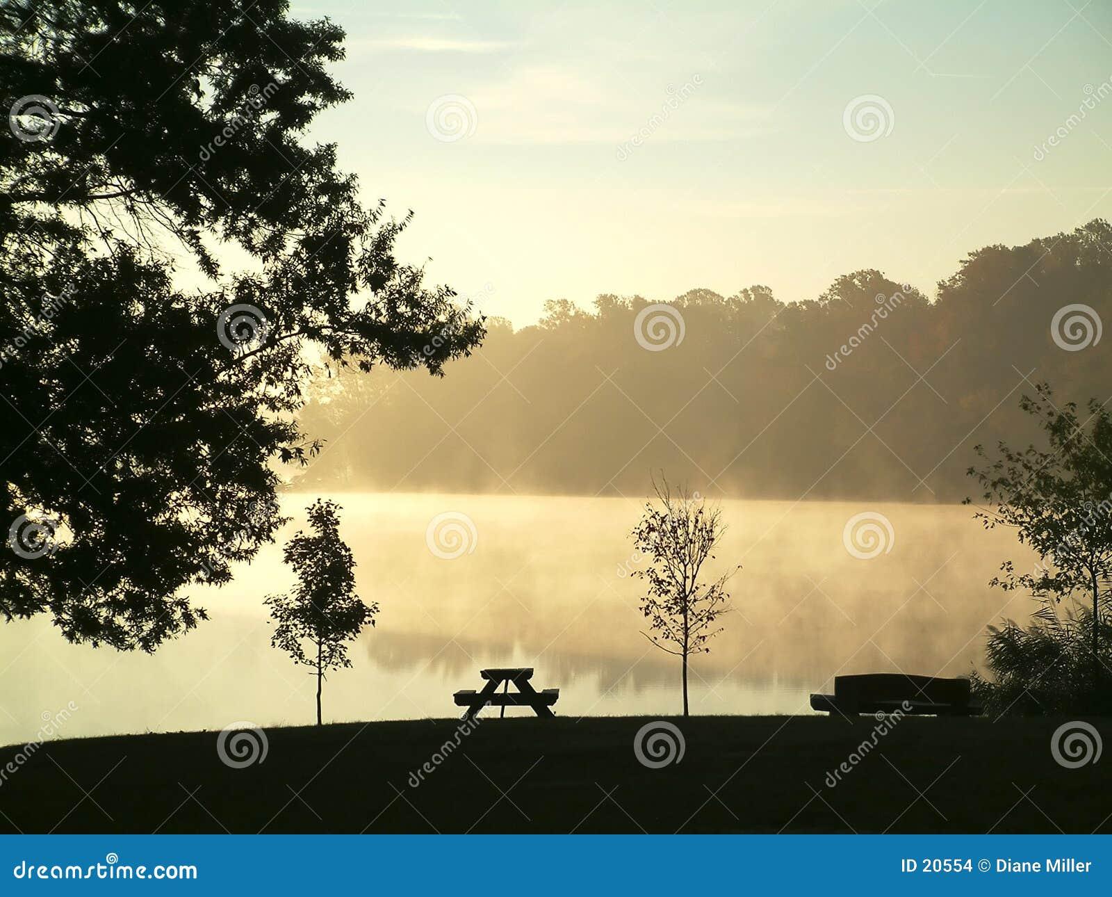 утро осени туманное