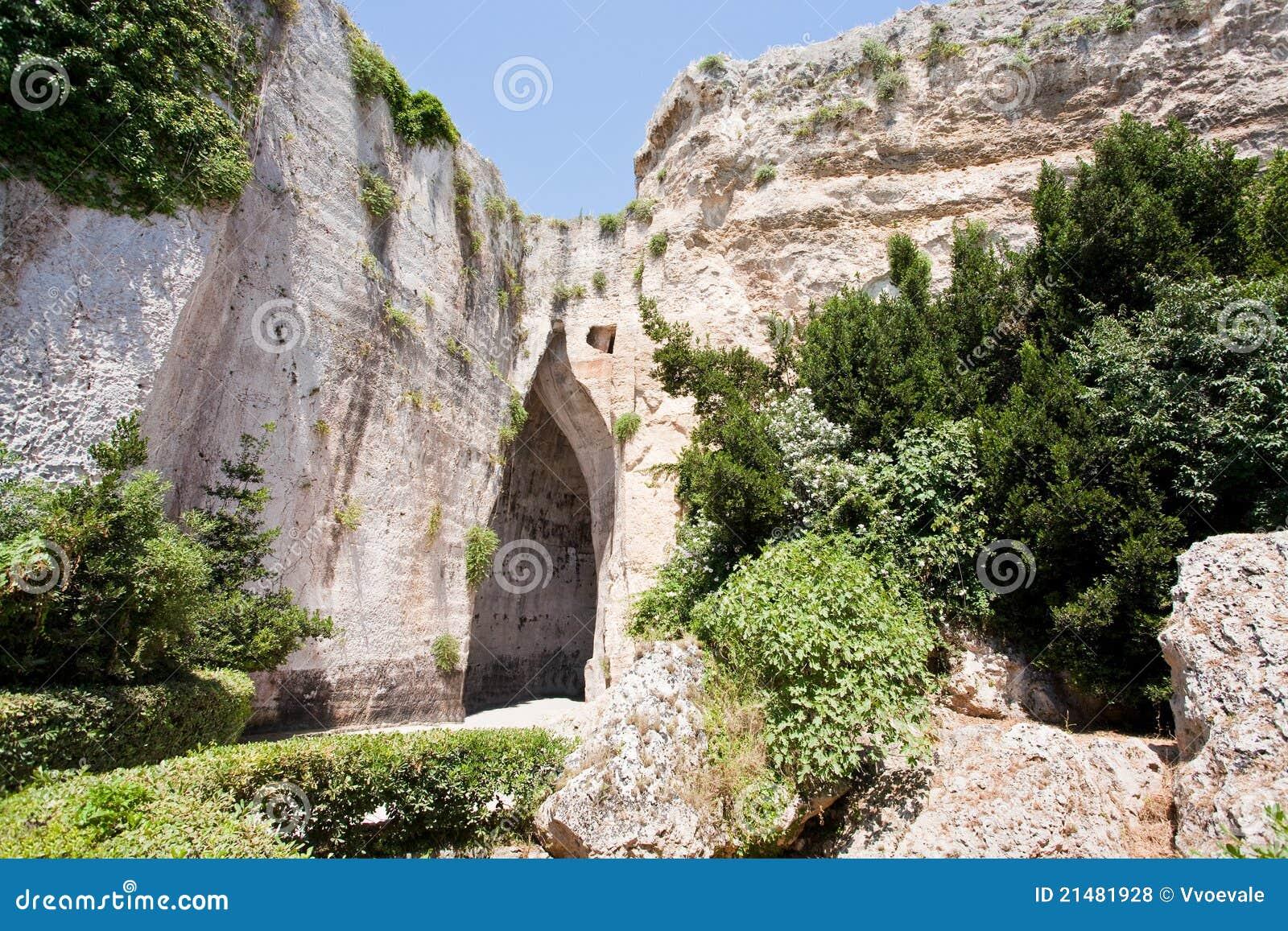 ухо Италия syracuse dionysius подземелья