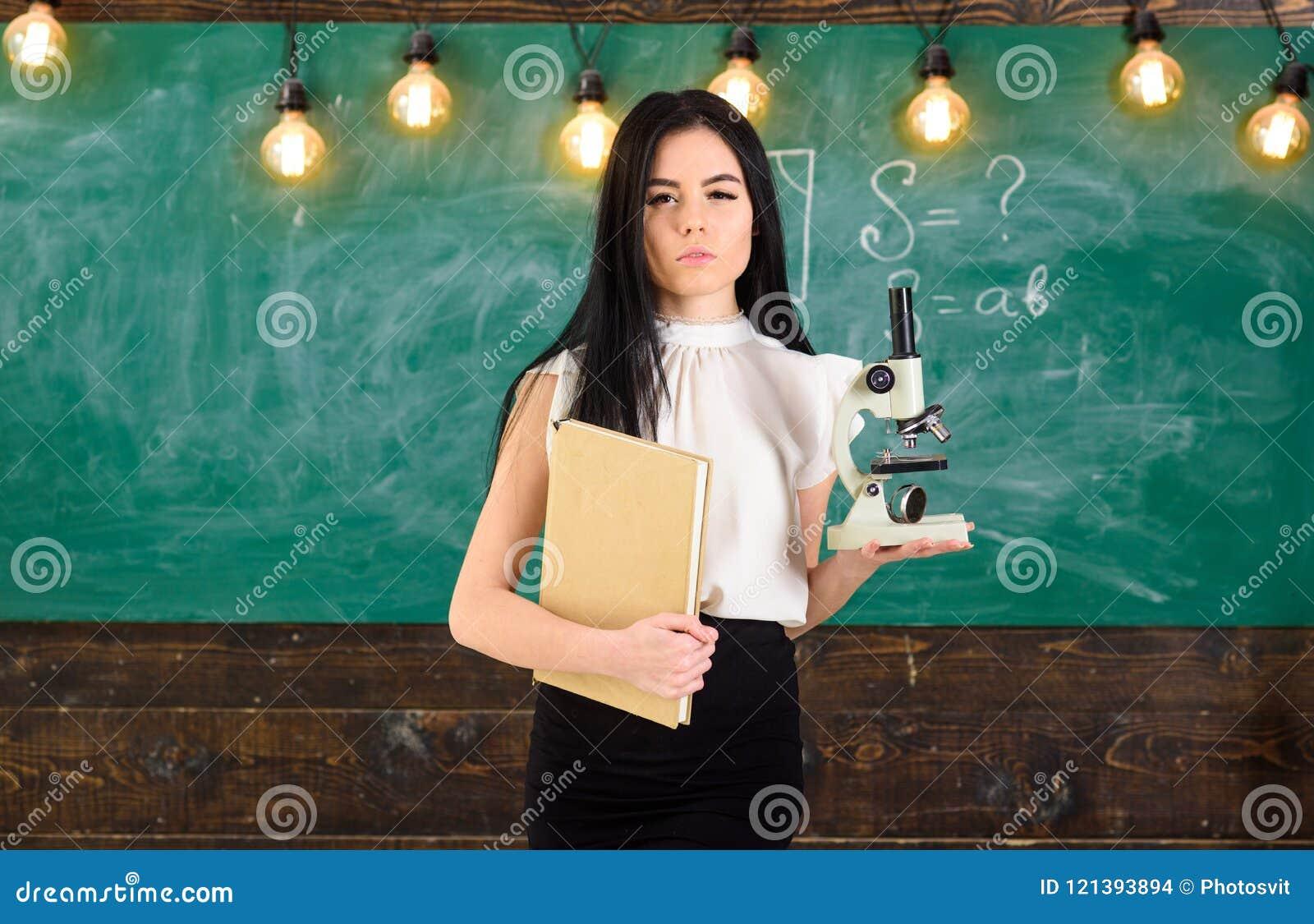 девушка модель работы учителя биологии