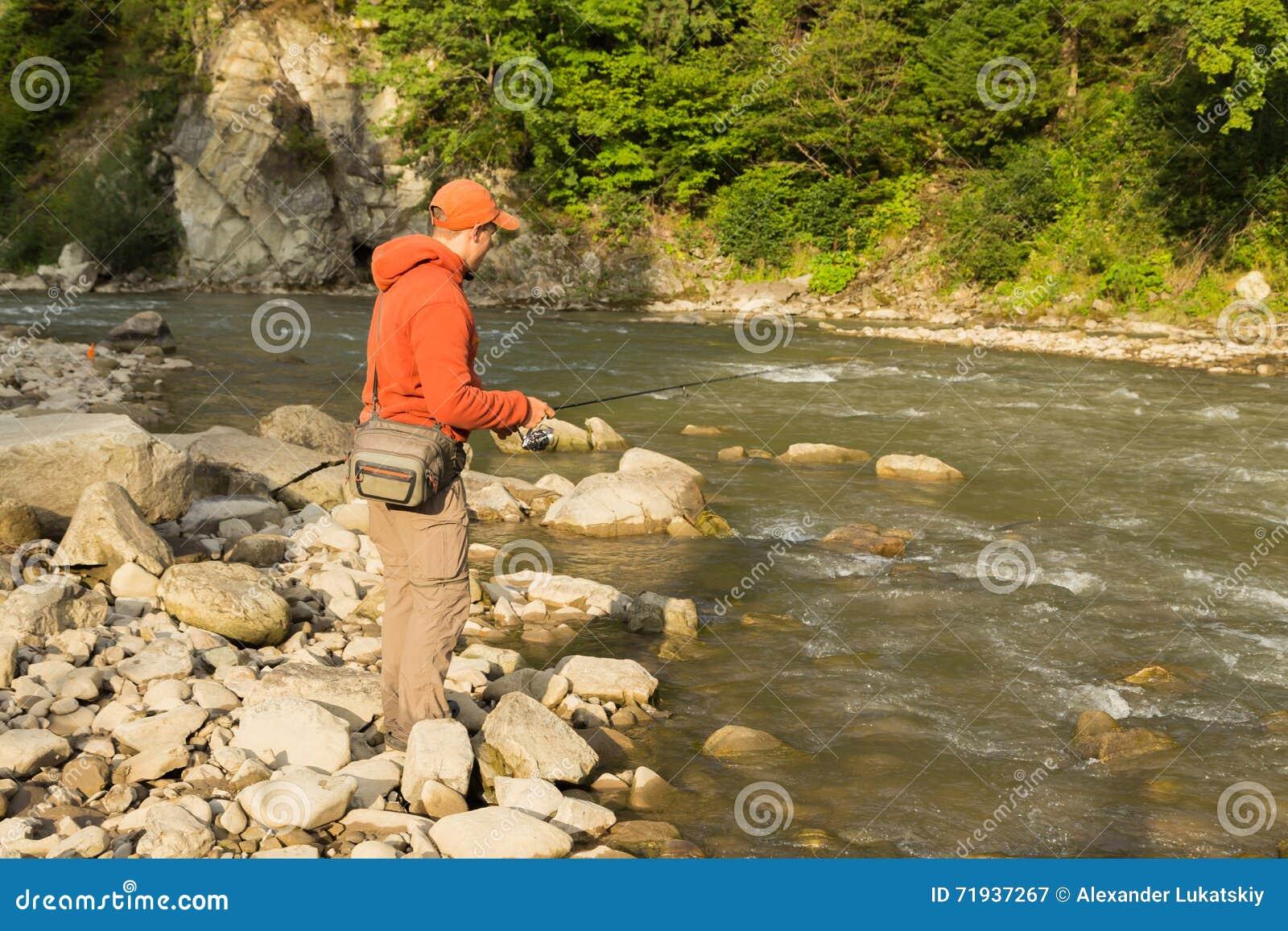 Удить на красивом реке