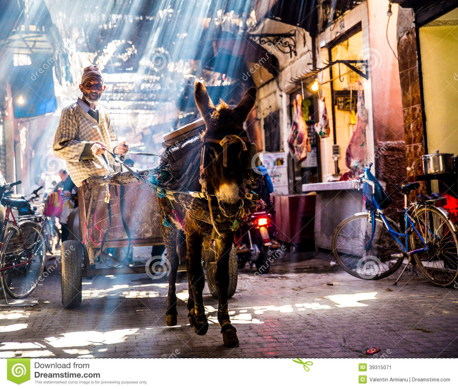 Download Улица в Marrakech редакционное фото. изображение насчитывающей местно - 39315071