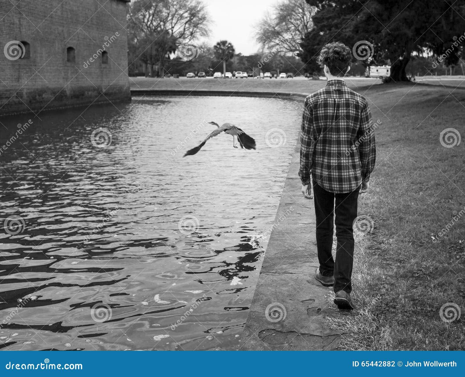 Ультрамодный подросток и птица