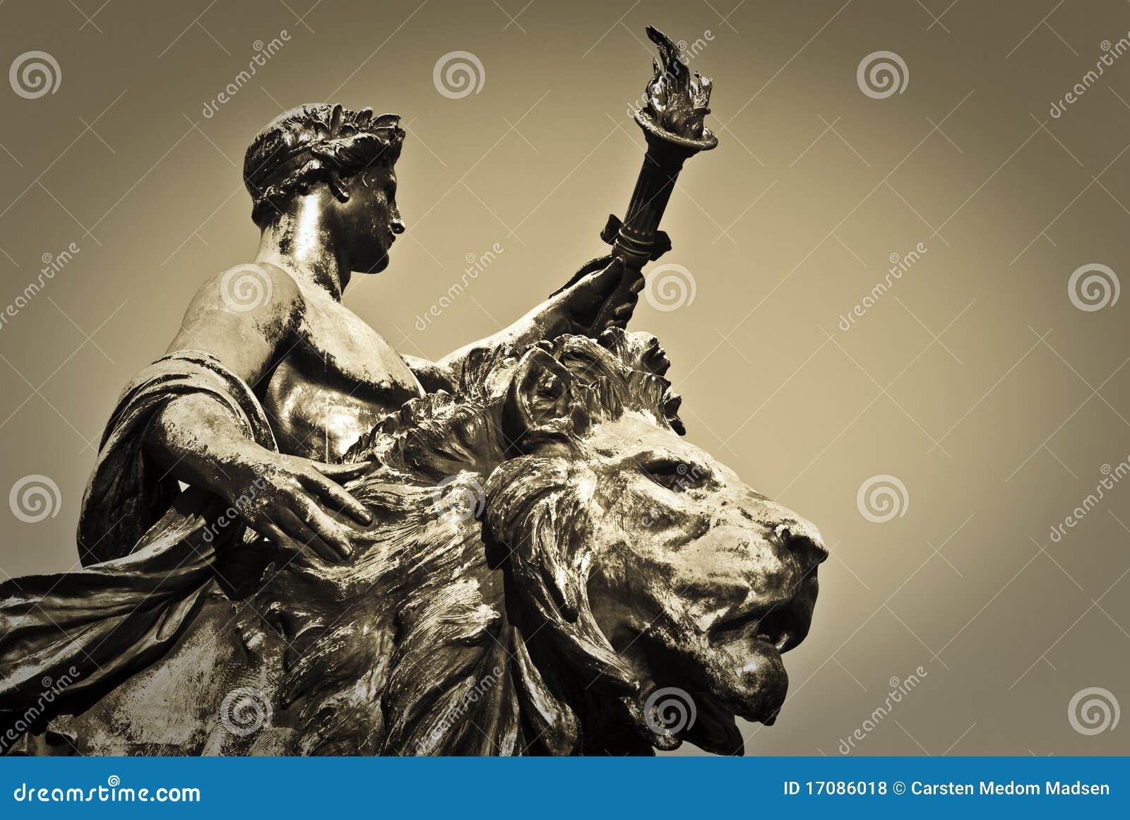 факел статуи льва подателя