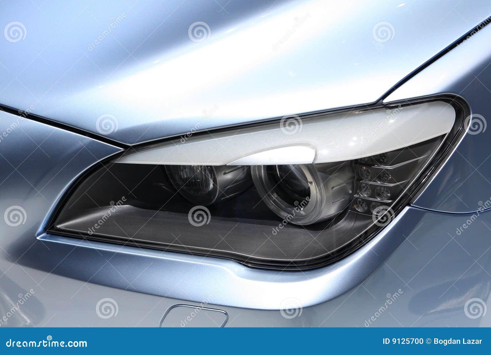 фара автомобиля