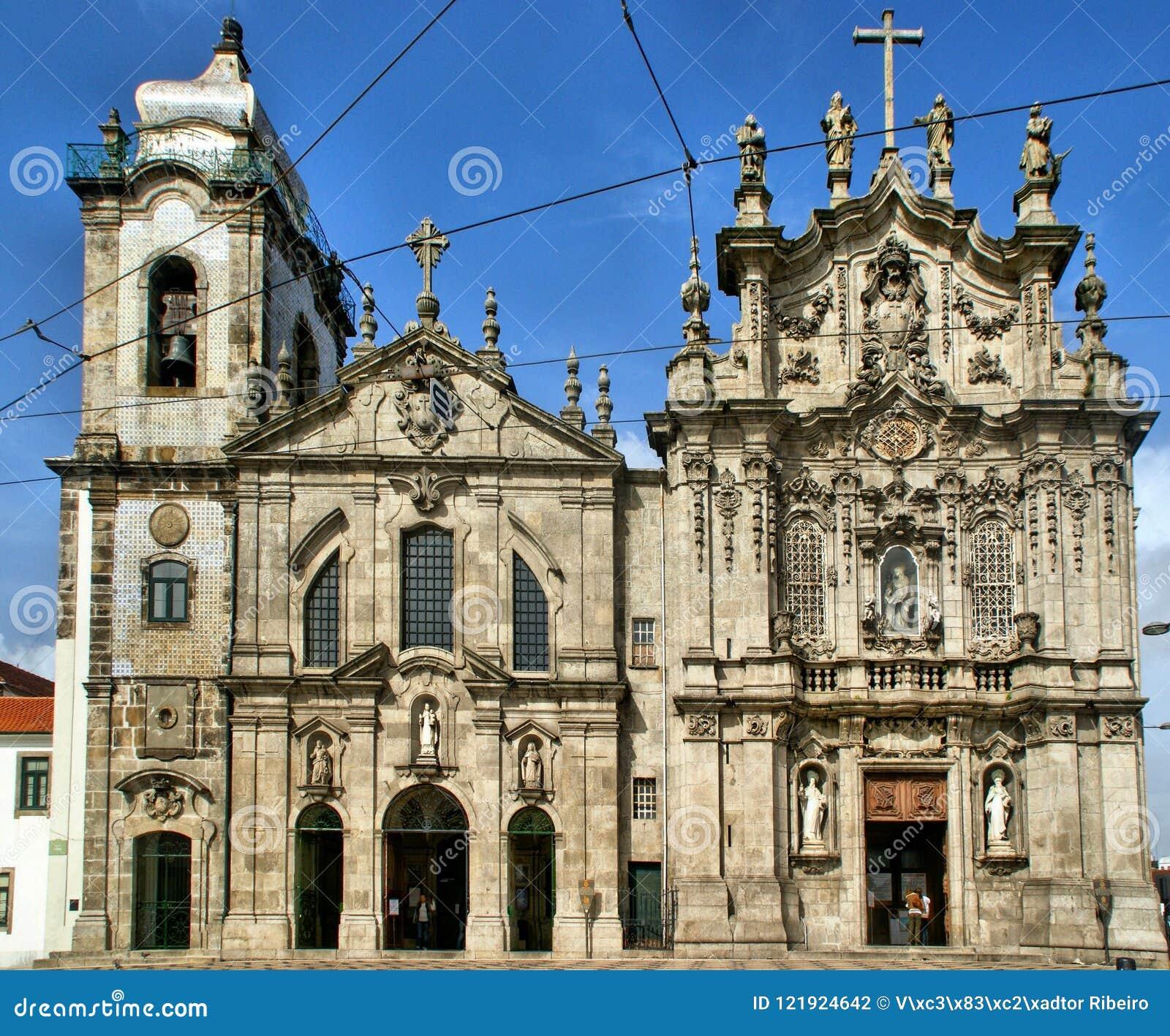 Фасады церков Carmo и Carmelitas в Порту