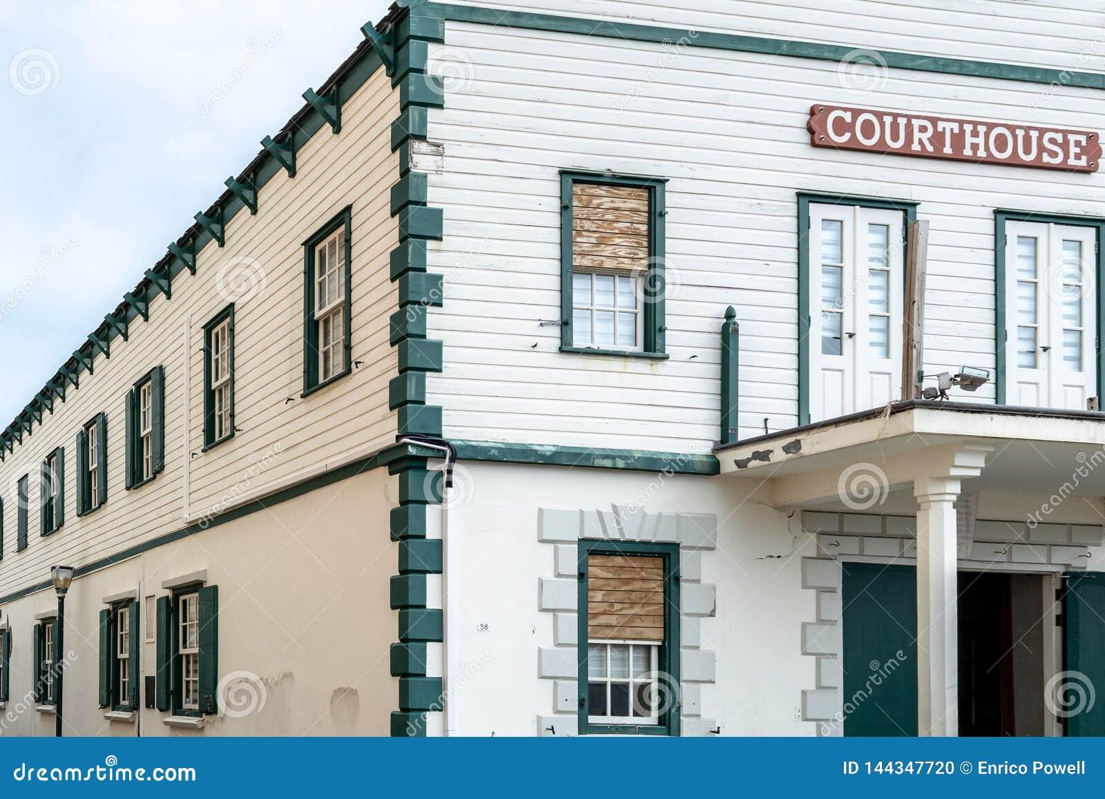 Фасад здания суда старого городка исторического