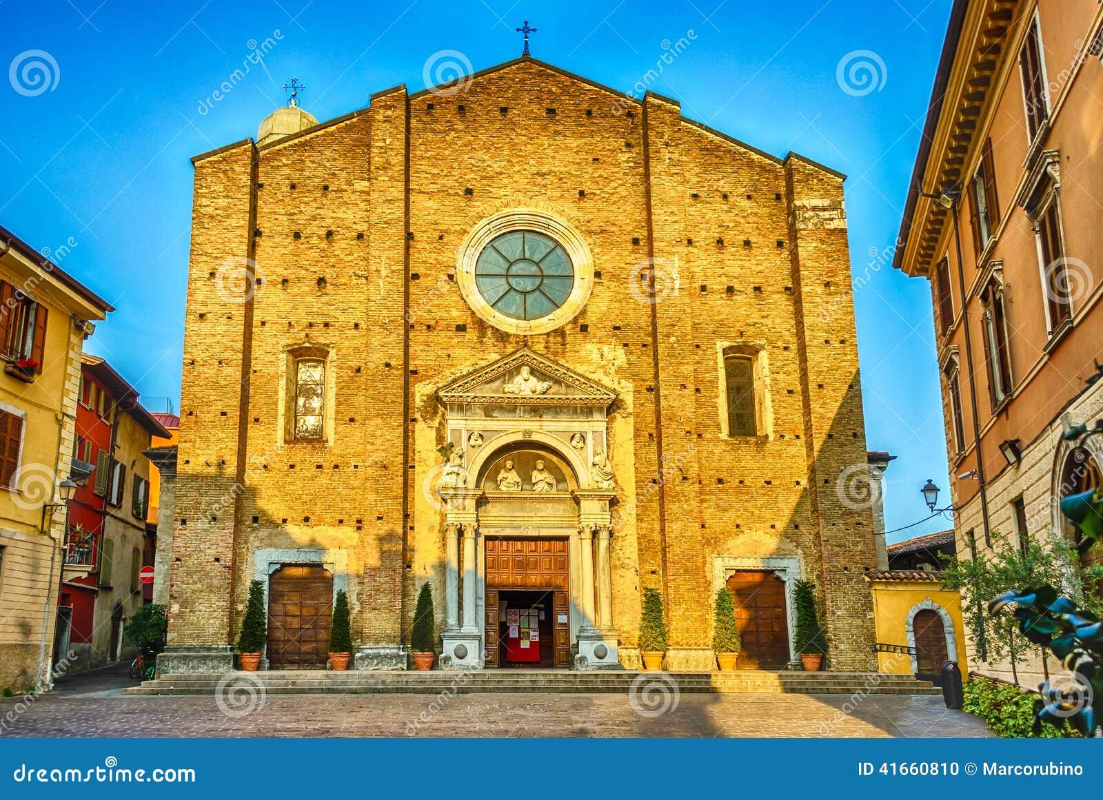 Фасад собора в Salo, озере Garda, Италии