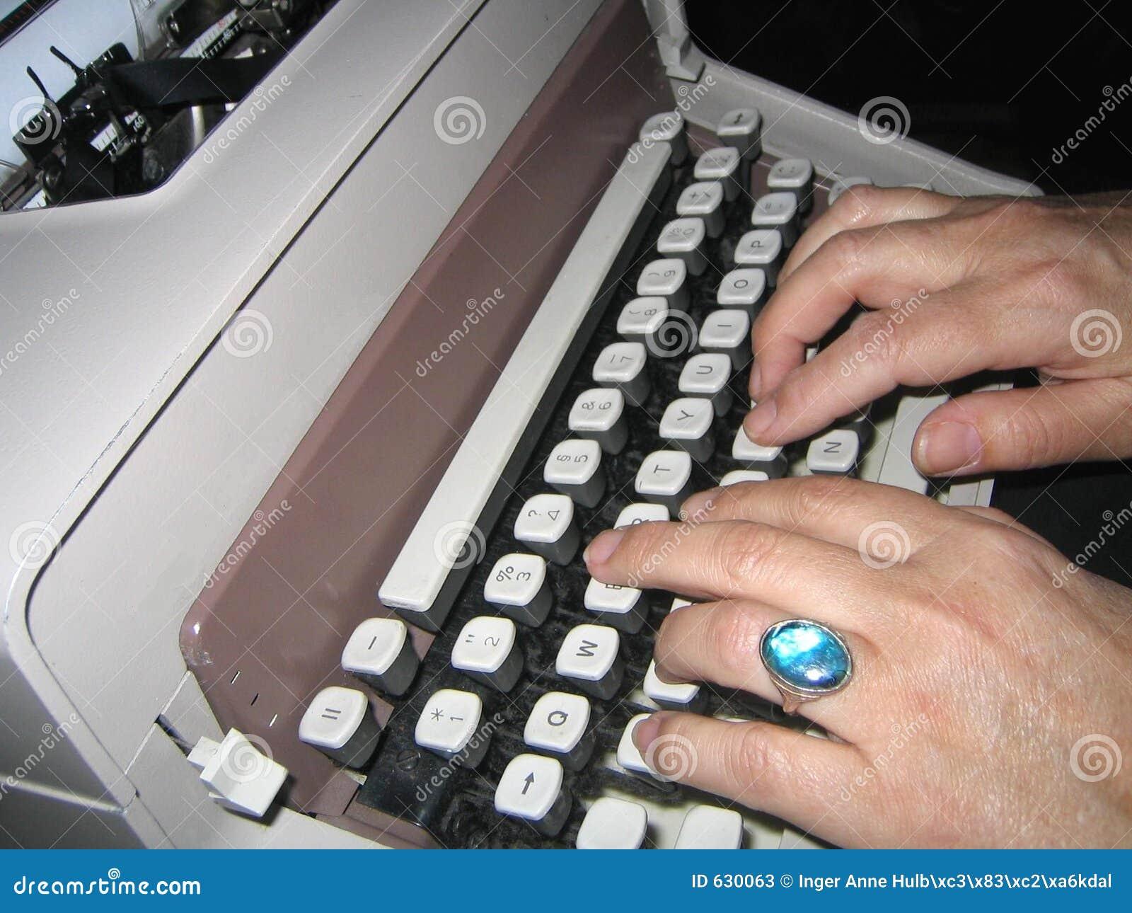 Download фасонируемый старый печатать на машинке Стоковое Изображение - изображение насчитывающей офис, manuel: 630063