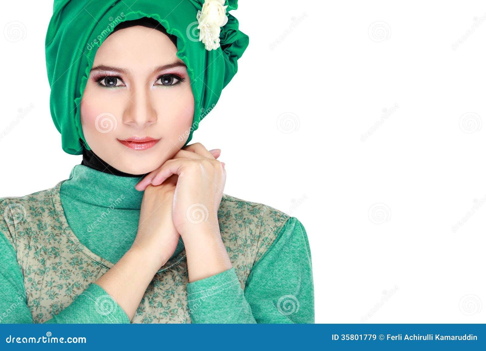 Очень красивые девушки в хиджабах фото