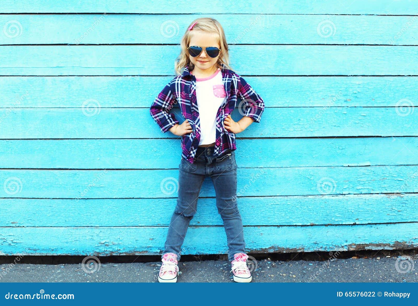 Фасонируйте ребенк в городе, стильный носить ребенка солнечные очки
