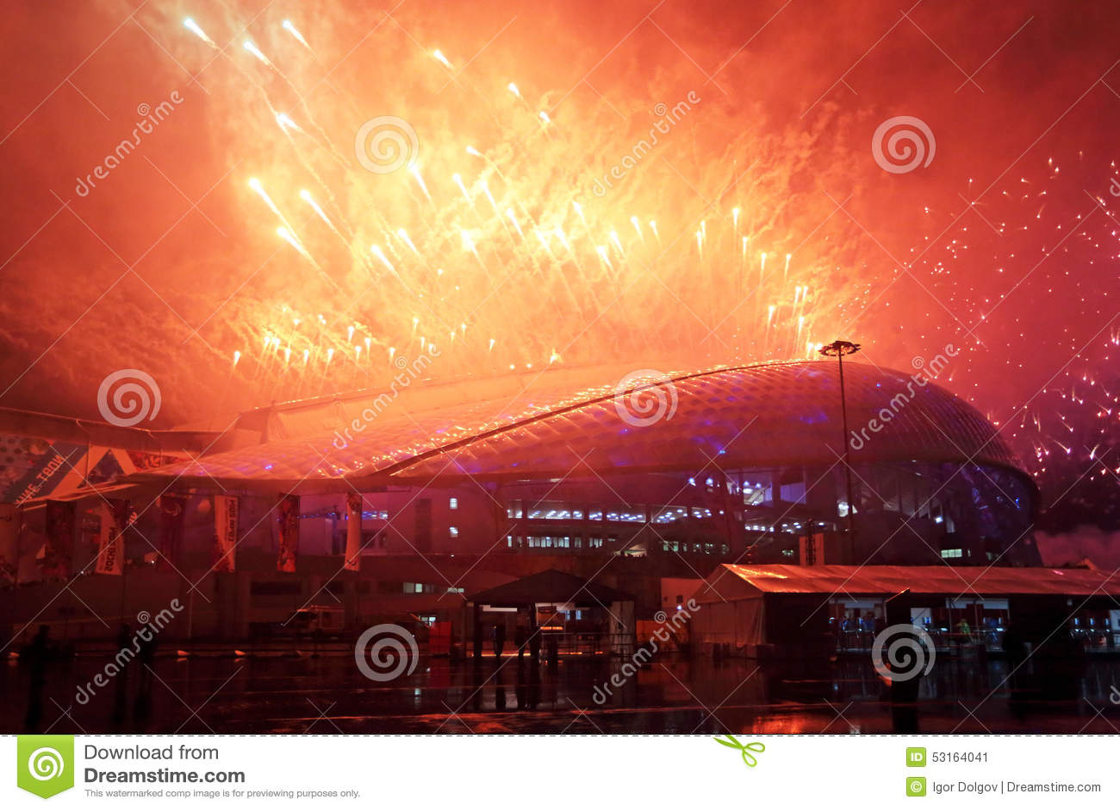 Фейерверки над стадионом Fisht